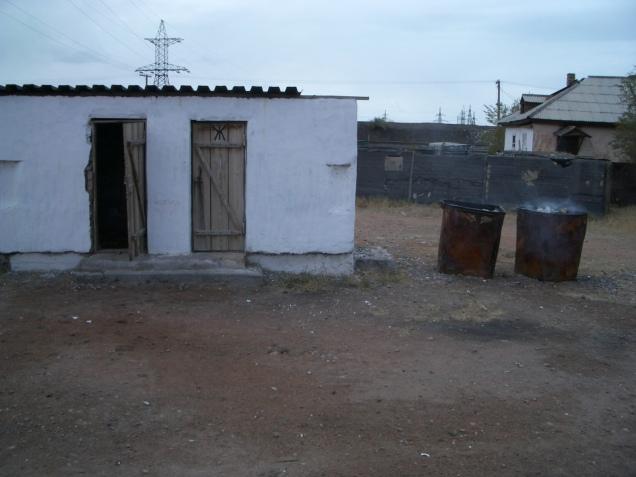 toilettenhaus-mit-mllverbrennungsanlage-kasachstan_2134570150_o
